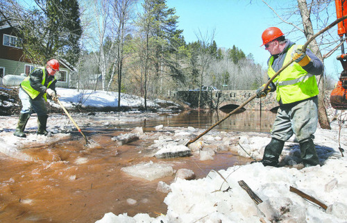 Duluth crews clear the flood crud out